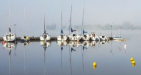 Zegrze - marina w porannej mgle